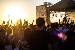Под открытым небом рок-концерт стоковое изображение rf