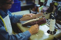 Подошва ботинка сапожника шить с иглой Стоковые Изображения RF
