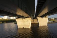 Под перспективой моста от корабля в заходе солнца Стоковые Фотографии RF