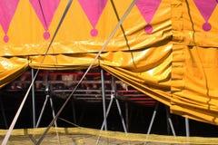 Подпиранная вверх сторона шатра цирка стоковые фотографии rf