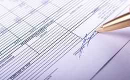 Подписание документы Стоковое Изображение RF