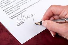 подписание подписи руки подряда мнимое Стоковая Фотография RF