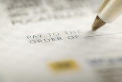 Подписание проверки для личных финансов Стоковое фото RF