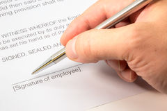 Подписание трудового договора Стоковое Изображение RF