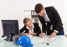 Подписанные планы строительства пересматриванные и Стоковые Изображения RF