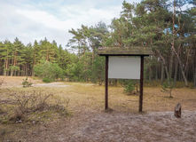 Подпишите внутри лес для вашей информации Стоковые Фото
