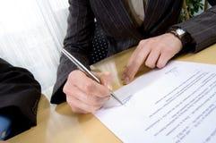 Подпишите контракт Стоковое Изображение RF