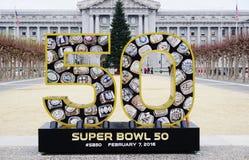 Подпишите на Супер Боул 50 2016 NFL, который нужно держать в области San Francisco Bay Стоковые Фото