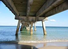 Под пристанью рыбной ловли Стоковое Фото