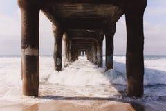 Под пристанью Стоковые Изображения