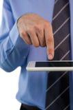 Подрезанное изображение бизнесмена используя планшет Стоковое Фото