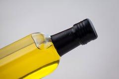 Подрезанное изображение бутылки масла Стоковое Фото