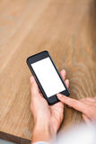 Подрезанное изображение женщины используя умный телефон Стоковая Фотография