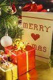 Под рождественской елкой стоковое изображение rf