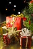 Под рождественской елкой стоковое фото