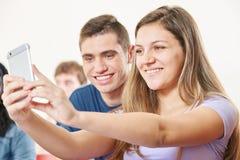 2 подростка принимая selfie Стоковая Фотография RF