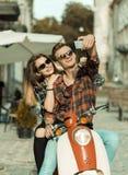 Подростки делают Selfie на мотоцилк Стоковые Изображения RF
