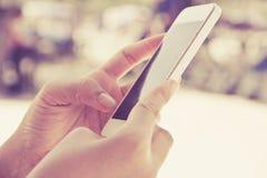Подростки с мобильным телефоном Стоковое Изображение