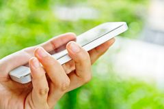 Подростки с мобильным телефоном Стоковое Фото
