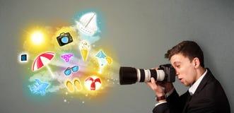 Подростковый фотограф делая фото праздника покрасил значки Стоковые Изображения