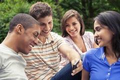 Подросток вися вне совместно Стоковые Изображения RF