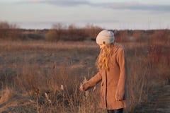 подросток девушки напольный Стоковое Изображение RF
