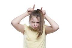 Подросток девушки показывает корову Стоковые Фотографии RF
