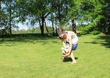 Подросток играя футбол - голкипера стоковые изображения rf