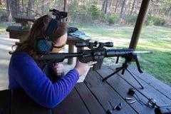 Подросток на стрельбище Стоковое Фото