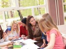 Подросток собирает в школу Стоковая Фотография RF