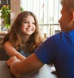 Подросток соединяет в конце кафа вверх по портрету Стоковое Изображение