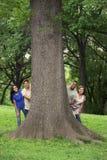 Подросток с деревом в парке Стоковая Фотография