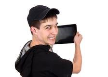 Подросток с планшетом стоковая фотография