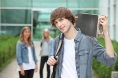 Подросток с скейтбордом стоковые фото
