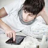 Подросток с таблеткой Стоковая Фотография RF