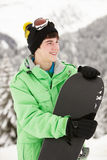 Подросток с Snowboard на празднике лыжи Стоковая Фотография RF