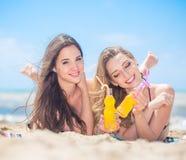 Подруга 2 на пляже Стоковое Изображение