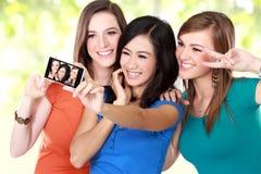 Подруги фотографируя Стоковое Изображение RF