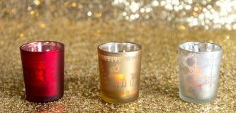 Подсвечники красного цвета, золота и серебра стоковые фото