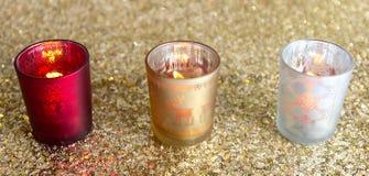 Подсвечники красного цвета, золота и серебра стоковое изображение rf