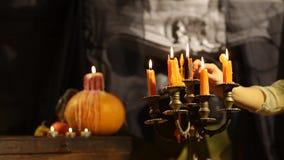 Подсвечник хеллоуина Установленное охваченное огнем сток-видео