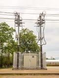 Подстанция электричества и двойной высоковольтный поляк Стоковые Фото