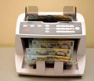 Подсчитывать румынскую банкноту Стоковая Фотография RF
