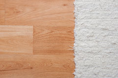Пол с белым ковром Стоковое Изображение