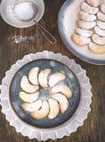 Полумесяцы ваниль и печенья миндалины Стоковая Фотография