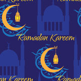 Полумесяц и фонарик для того чтобы осветить святых мусульман Стоковая Фотография RF