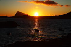 Полуночное солнце в островах Lofoten, Норвегии Стоковые Изображения