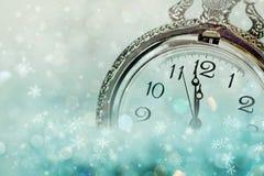полуночный новый год s Старые часы с снежинками и holi звезд Стоковые Фотографии RF