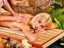 получать женщину спы массажа Стоковое Изображение RF