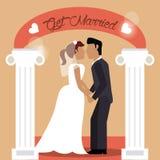 получите пожененных пар держа влюбленность руки Стоковое Изображение RF